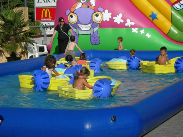 Festa haway noleggio giochi gonfiabili e animazioni per centri commerciali noleggio toro - Piscina bambini roma ...